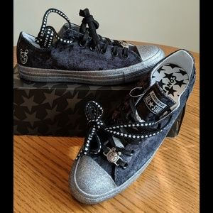 Converse All Star shoes size 9.5 NEW